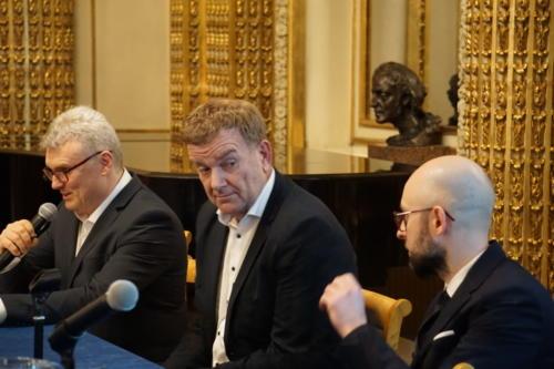 od lewej: Tomasz Dzioba - moderator, Friso Bakker - Aratus, dr Mariusz Kaniewski - BoostHigh